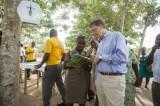 Los tres mitos que frenan el progreso de los pobres, según Bill Gates