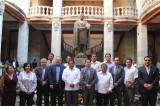 Juárez se hizo grande por la adversidad: Vásquez Zárate en UABJO