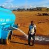 #ViernesDeFelicidad El hombre que está salvando animales de morir por sequía en Kenia