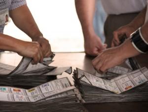 Foto-contando-boletas-
