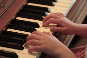 Piano - commons.wikimedia.org