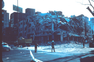 1985_Mexico_Earthquake_-_Building_collapsed