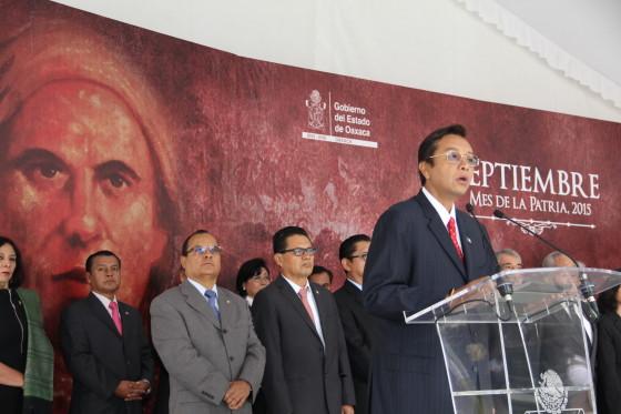 El Poder Judicial del Estado encabezó la ceremonia cívica de izamiento de la Bandera Nacional en la Alameda de León