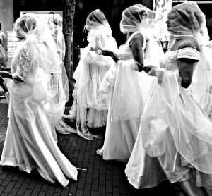 mujeres con velo, por @zoetnet