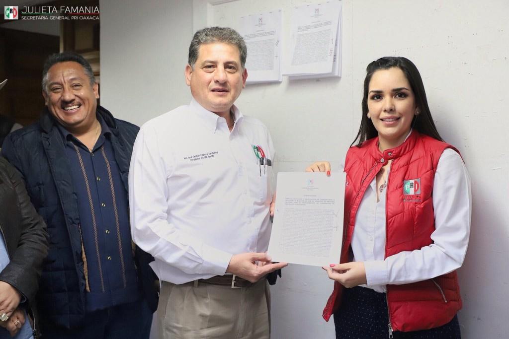 Publicación de convocatoria aspirantes a Presidentes Municipales PRI. Imagen @JulietaFamania