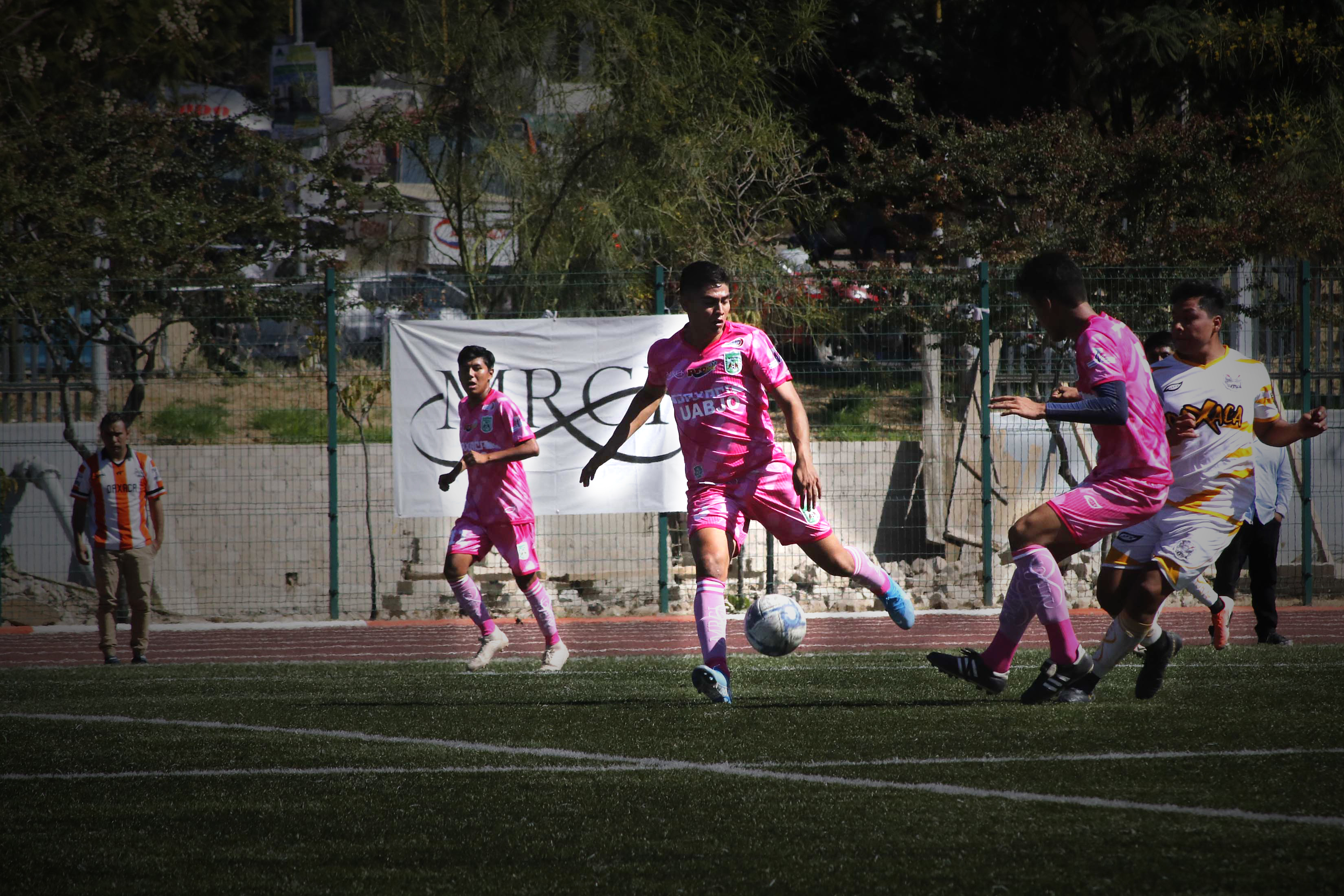 Equipo futbol Gavilanes UABJO