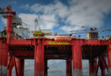 https://pixabay.com/es/photos/plataforma-petrolera-aceite-aparejo-2205542/